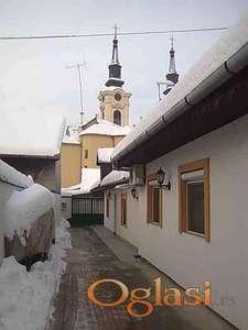 prodajem kucu u STROGOM CENTRU Sr Karlovaca